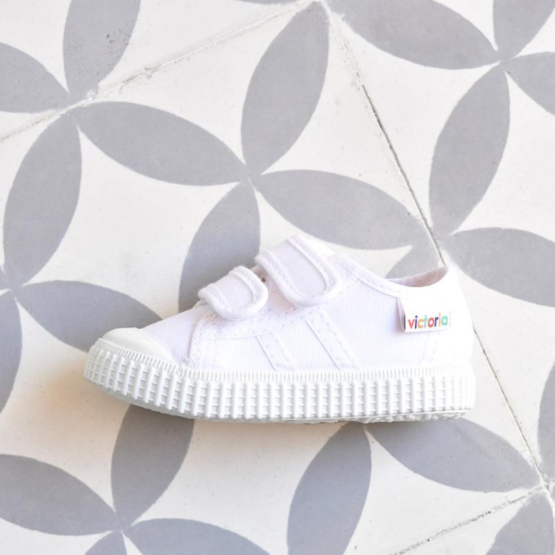 Zapatilla Basket Victoria 36606 Blanca 36606_AmorShoes-zapatilla-Victoria-shoes-basket-color-blanco-white-niños-lona-velcro-puntera-goma-36606