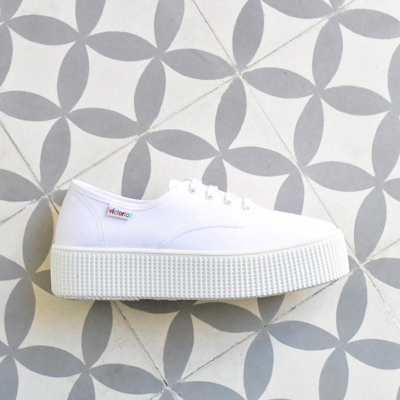 Inglesa Doble Victoria 116100 Blanca AmorShoes_116110-zapatilla-victoria-doble-suela-1915-plataforma-victoria-lona-blanca-piso-blanco-116110