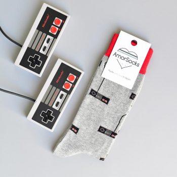 AmorSocks-calcetines-socks-mandos-nintendo-nes-minines-nintendomini-retro-80s-gris-melange-grey-rojo-red