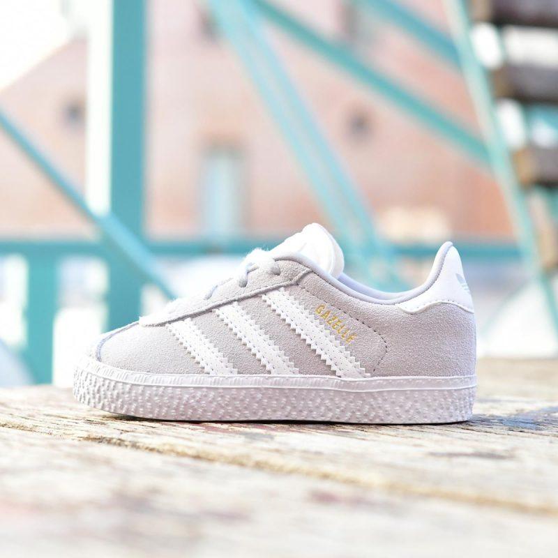 CG6712_AmorShoes-Adidas-Originals-Niñ@-Gazelle-I-cordones-gris-claro-aero-blue-Footwear-White-Gold-Metallic-piel-vuelta-gris-rayas-blanco-CG6712