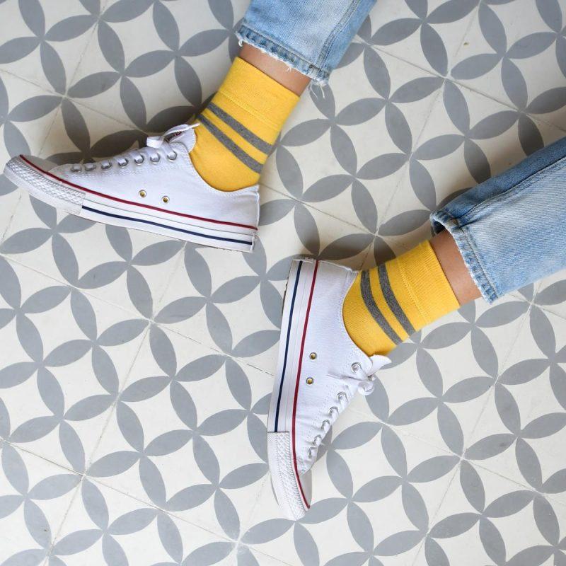 amorsocks-calcetines-socks-bajos-tobilleros-retro-rayas-amarillo-gris-cuadrado