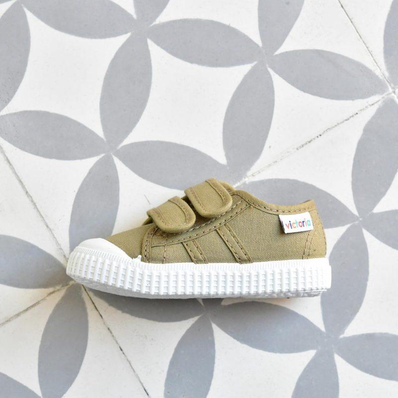 Zapatilla Basket Victoria 36606 Verde Safari 36606_AmorShoes-zapatilla-Victoria-shoes-basket-color-verde-safari-green-niños-lona-velcro-puntera-goma-36606