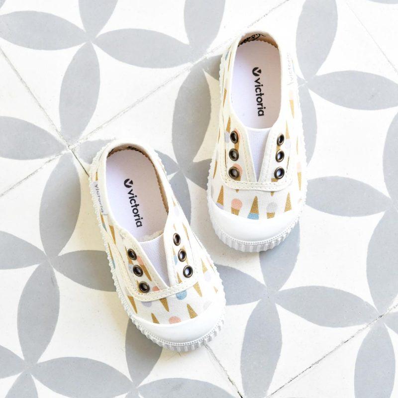 Zapatilla Inglesa Victoria 366120 Heladitos 366120_AmorShoes-Victoria-zapatilla-inglesa-color-blanco-heladitos-helados-niños-niñas-lona-sin-cordones-elastico-puntera-goma-366120