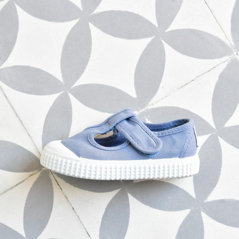 36625_AmorShoes-Victoria-zapatilla-pepito-sandalia-color-azul-niños-lona-sin-cordones-velcro-puntera-goma-36625
