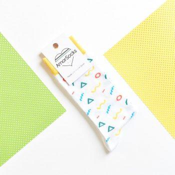 AmorShoes_amorsocks-calcetines-socks-90s-white-zigzag-circulos-triangulos-figuras-geometricas-menphis-style-design-blanco-amarillo