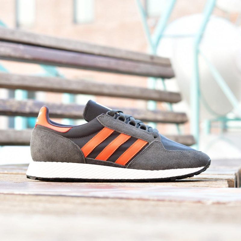 BD7940_AmorShoes-adidas-Originals-Forest-Grove-Carbon-Active-Orange-Easy-Yellow-Oregon-retro-running-zapatilla-negra-rayas-naranjas-BD7940