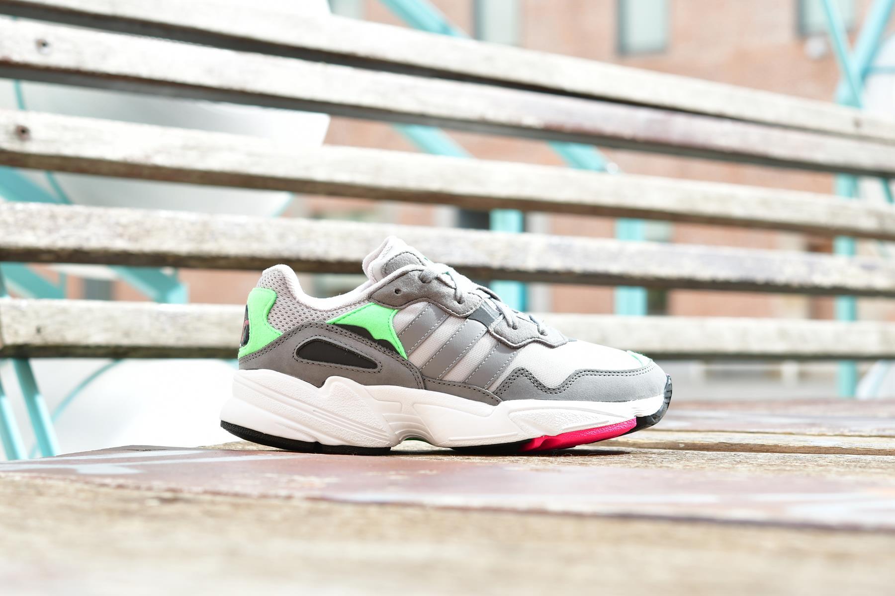 F35020_AmorShoes-adidas-Originals-yung-96-Grey-Two-Grey-Three-Shock-Pink-Zapatilla-suela-sobredimensionada-piel-vuelta-nylon-gris-verde-rosa-fluor-F35020
