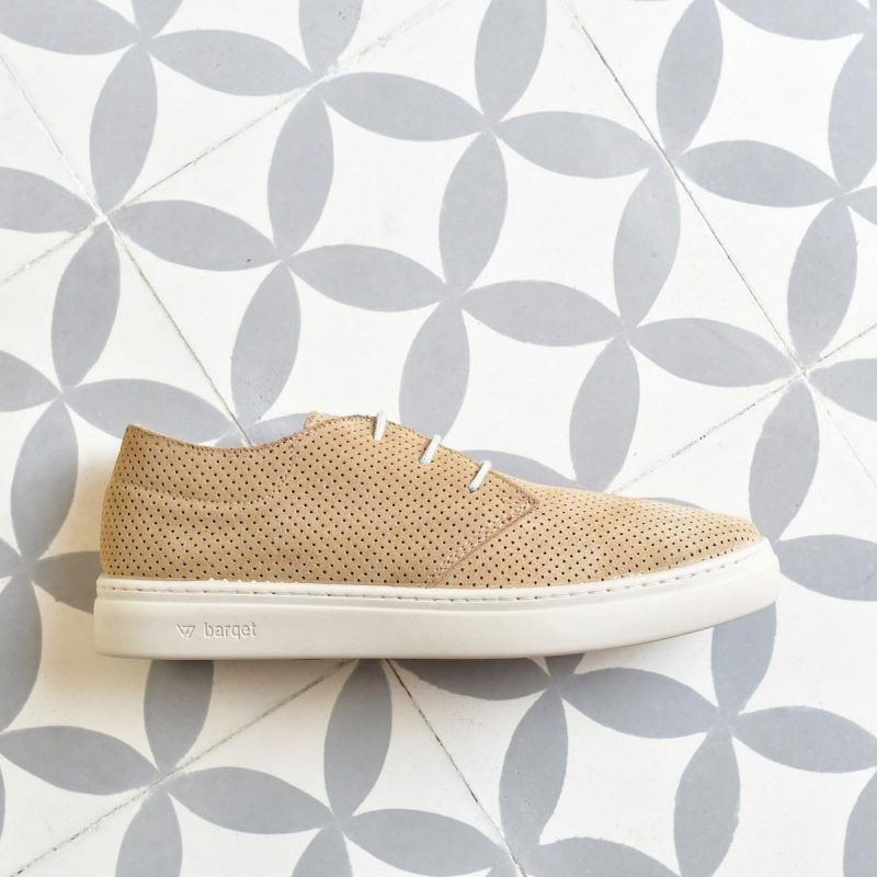 PPSS-03-40_AmorShoes-barqet-paradigma- PERFORATED-BEIGE-zapatilla-piel-vuelta-perforada-arena-cordon-azulado-unisex-PPSS-03-40