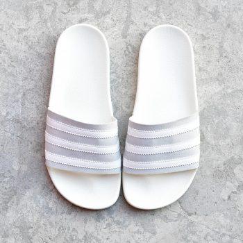 CG6435_AmorShoes-adidas-Originals-Adilette-Grey-Two-Footwear-White-Off-White-chancla-pala-gris-claro-microante-gris-rayas-blancas-suela-goma-blanca-CG6435