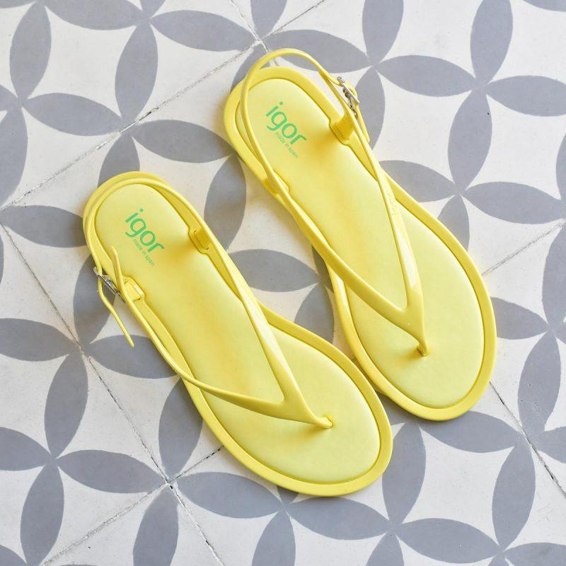 S10208-008_AmorShoes-Igor-Shoes-niza-Cangrejera-sandalia-dedo-goma-mujer-cierre-hebilla-color-amarillo-yellow-S10208-008