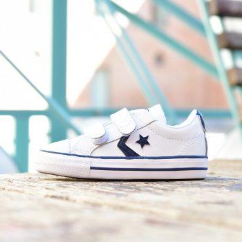 746140C_AmorShoes-Converse-Star-Player-2V-OX-White-Navy-Zapatilla-niño-niña-piel-blanca-velcro-logo-azul-marino-puntera-goma-746140C